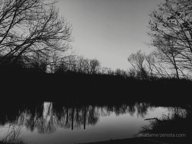 reflection, black and white photography, monochrome, madame-zenista.com